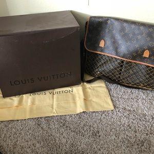 Authentic Louis Vuitton shoulder / computer bag